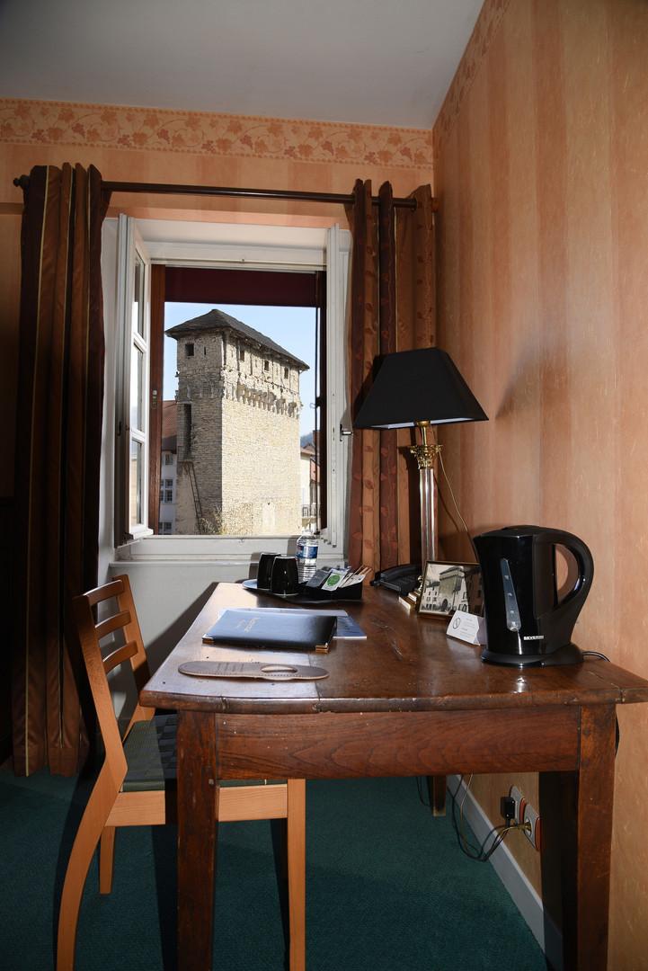 Vue des chambres d'hôtel à Crémieu
