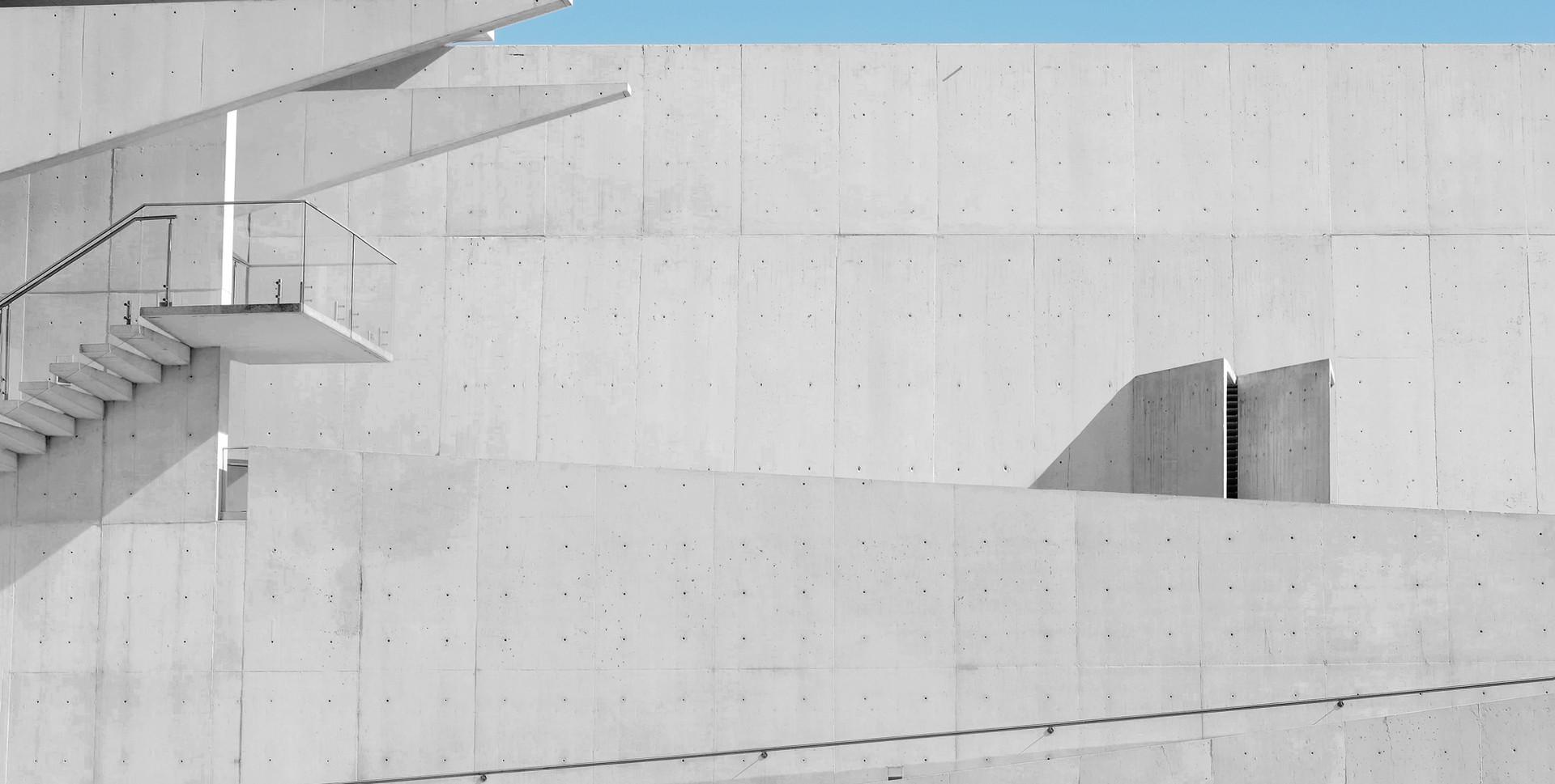 계단 흰색 벽