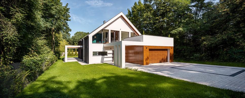Moderny rodinny dom v prirode.jpg