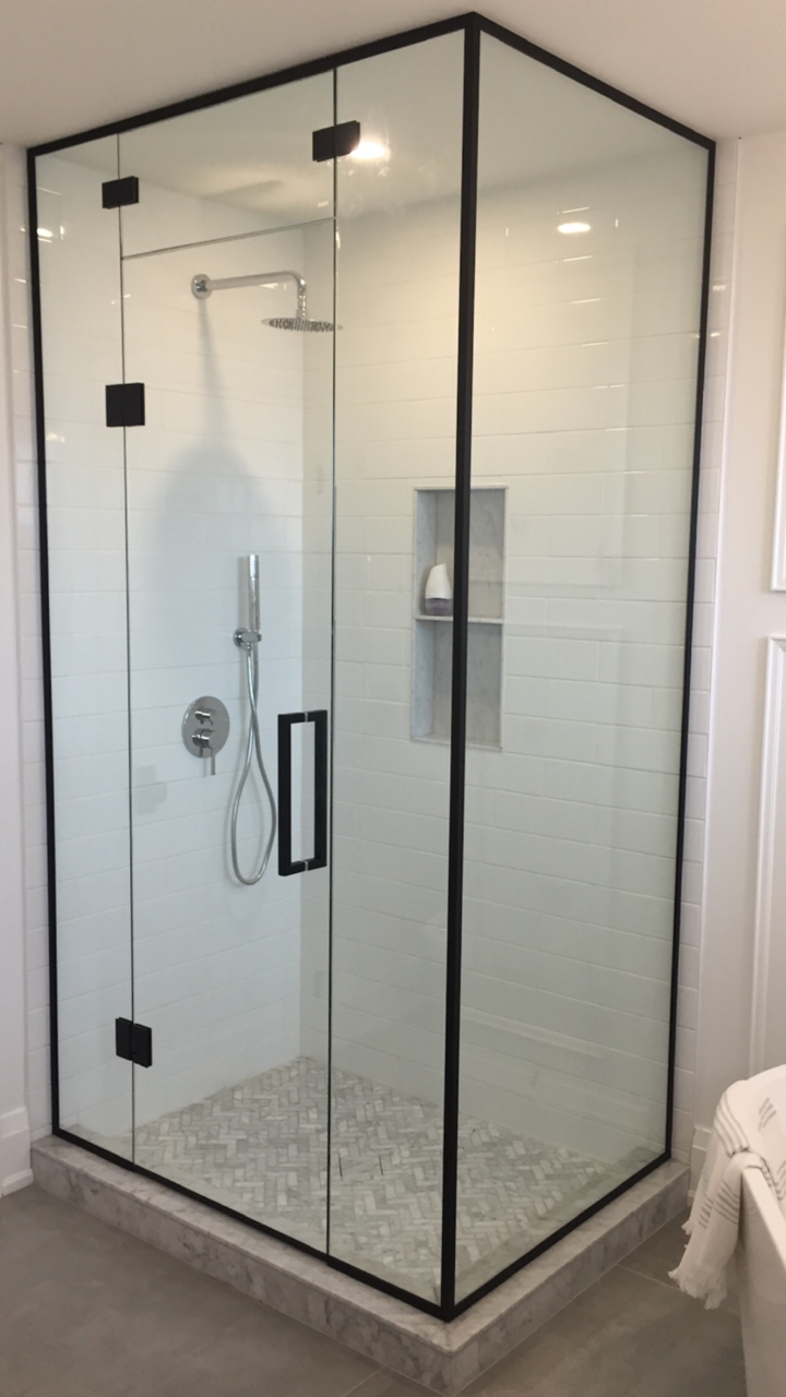 NEO ANGLE GLASS SHOWER ENCLOSURE. 4