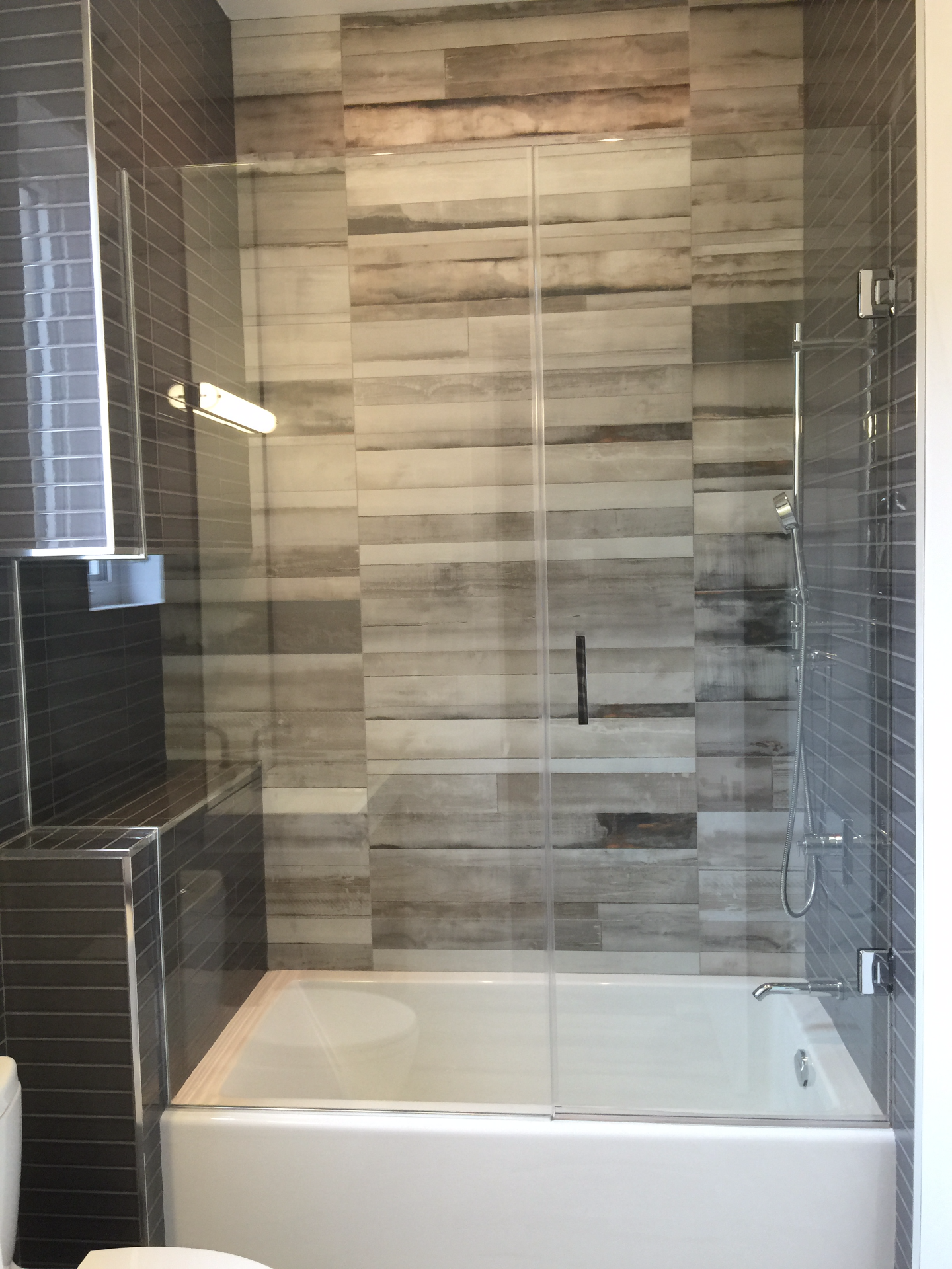 BATH TUB SHOWER ENCLOSURE