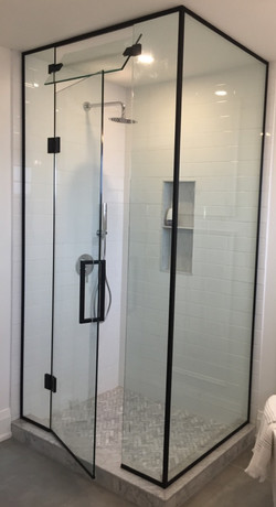 NEO-ANGLE GLASS SHOWER ENCLOSURE