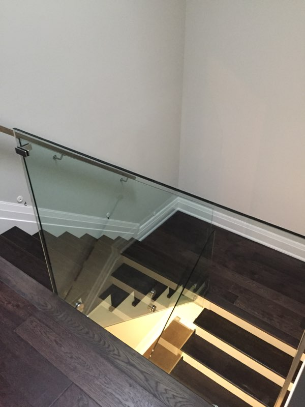 INTERIOR GLASS RAILING