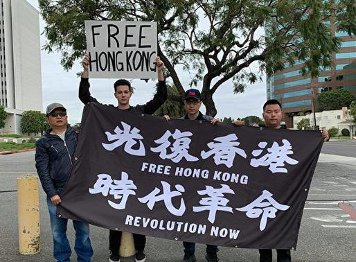 美国18岁青年为支持香港走上街头