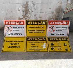 Placas refletivas #Placaserv #placa #painel #plotagem #placasdeobras #letreiro #luminoso #acm #facha