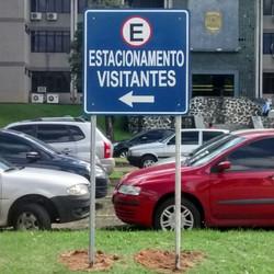 Placa de estacionamento refletiva #placaserv #placas #letreiros #fachadas #plotagem #adesivos #painé
