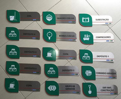 Placas em aço inox com aplique em pvc recortado  #Placaserv #banner #painel #placa #plotagem #acm #a