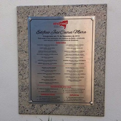 Placa de inauguração em aço gravada #placaserv #letreiros #placa inaugural #placadeobra #fachadas #s