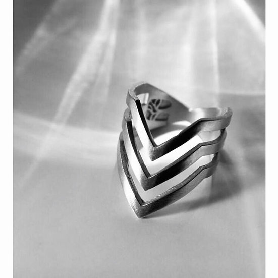 Diana Parés - Ring Pointing Silver