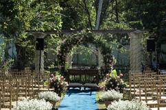 altar no jardim.jpg