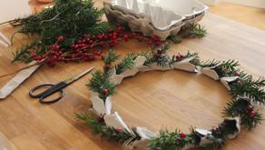 Vyrobte vánoční věnec z obalů na vajíčka