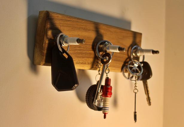Sparkey - Sparkplug key holder