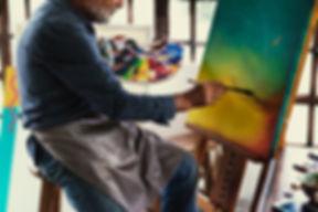 artista-pintando-obras-arte-espacio-trab