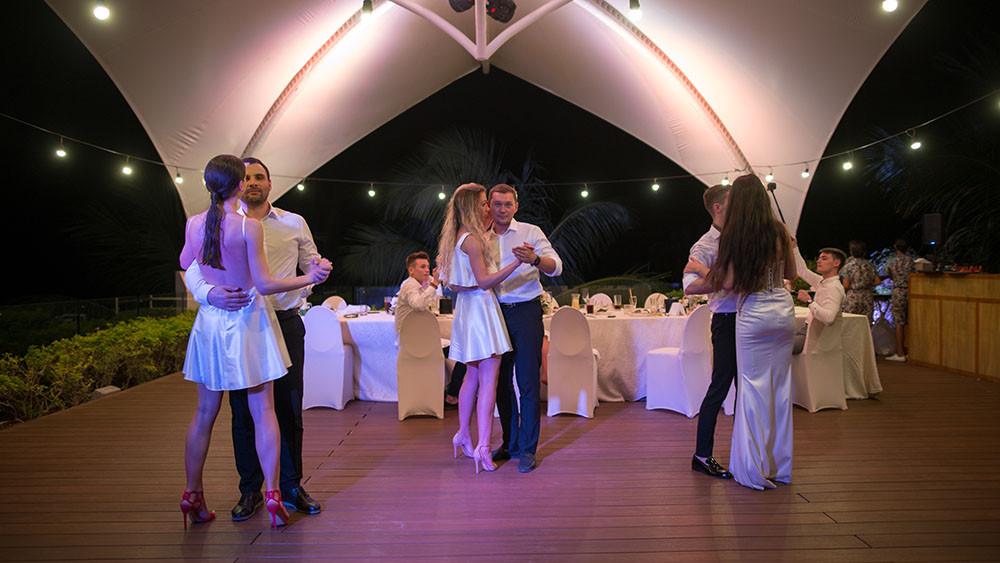 Beach wedding in Boracay