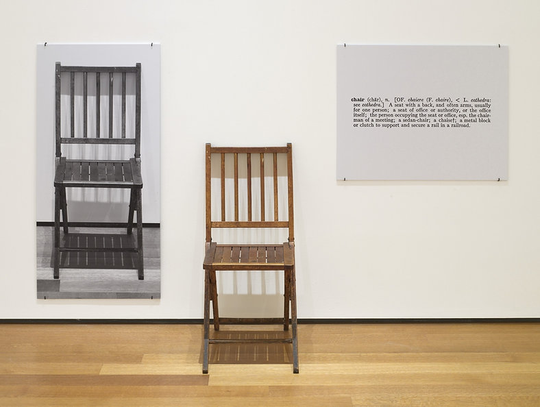 Uma_e_Três_Cadeiras.jpg