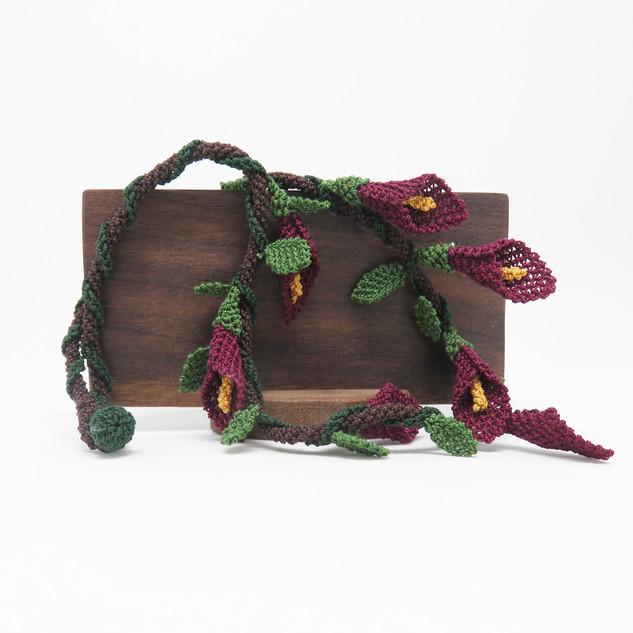 oya_lace_calla_lily_purple_necklace_01.J