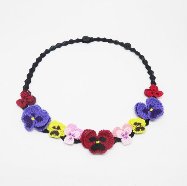 oya_lace_pansies_violas_necklace_06.JPG