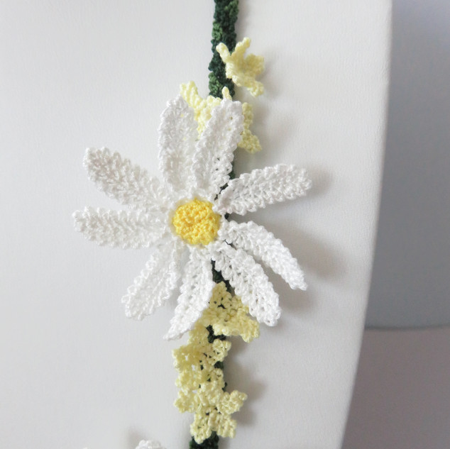 oya_lace_lawn_daisy_necklace_02.JPG