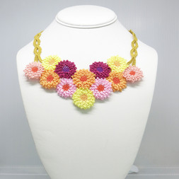 oya_lace_chrysanthemum_necklace_01.jpg