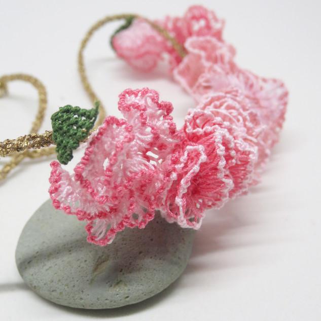 oya_lace_carnation_necklace_02.JPG