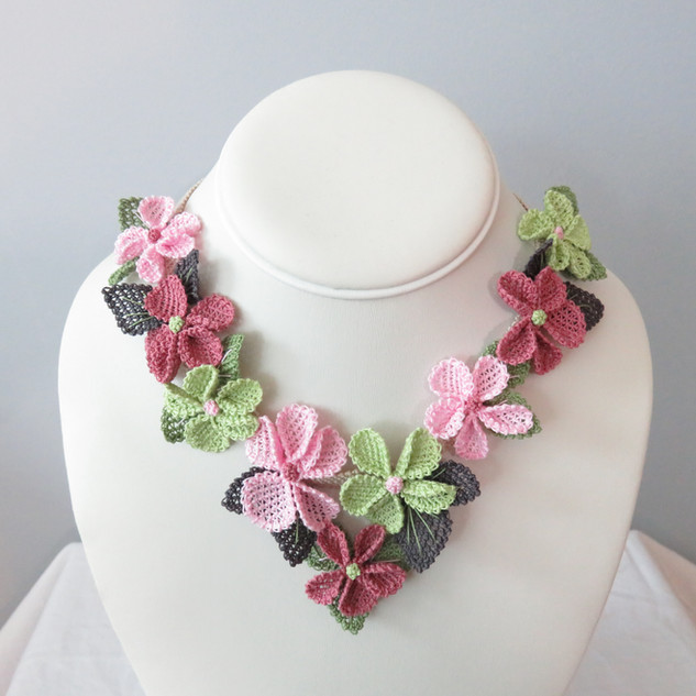 oya_lace_spring_pink_green_flower_neckla