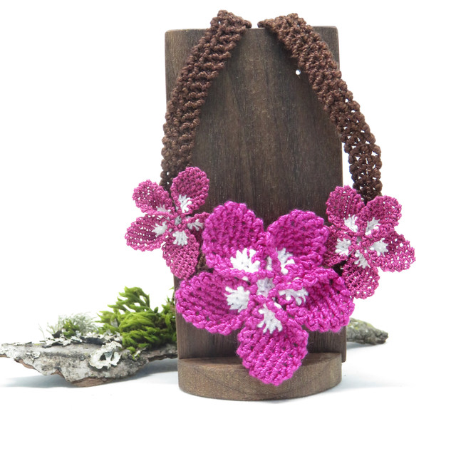 oya_lace_magenta_white_flower_necklace_0