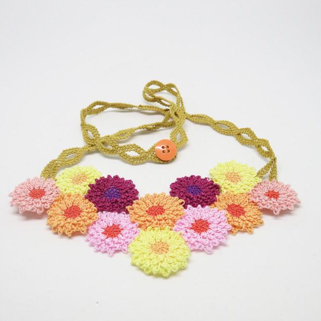 oya_lace_chrysanthemum_necklace_02.jpg