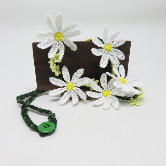 oya_lace_lawn_daisy_necklace_01.JPG