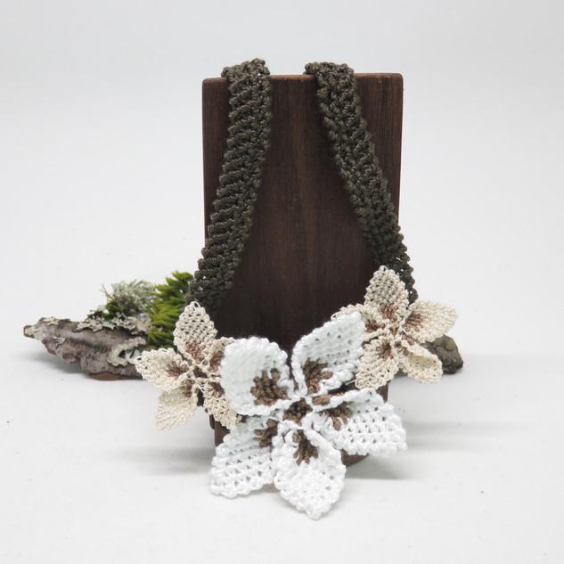 oya_lace_beige_white_star_flower_necklac