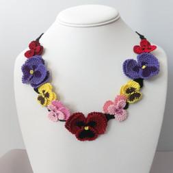 oya_lace_pansies_violas_necklace_03.JPG