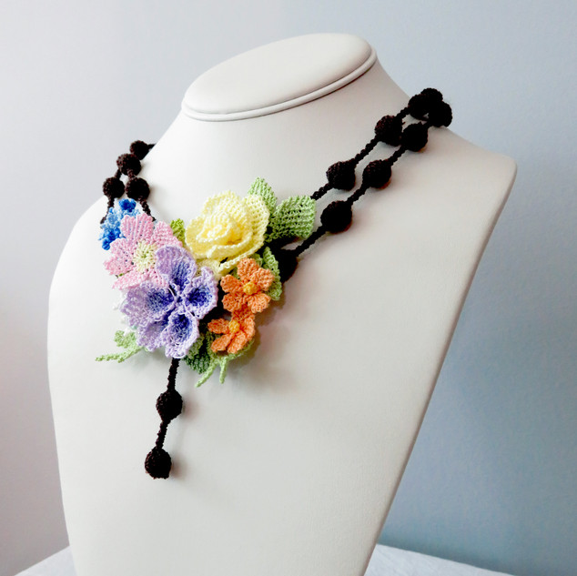 oya_lace_spring_geranium_rose_necklace_0