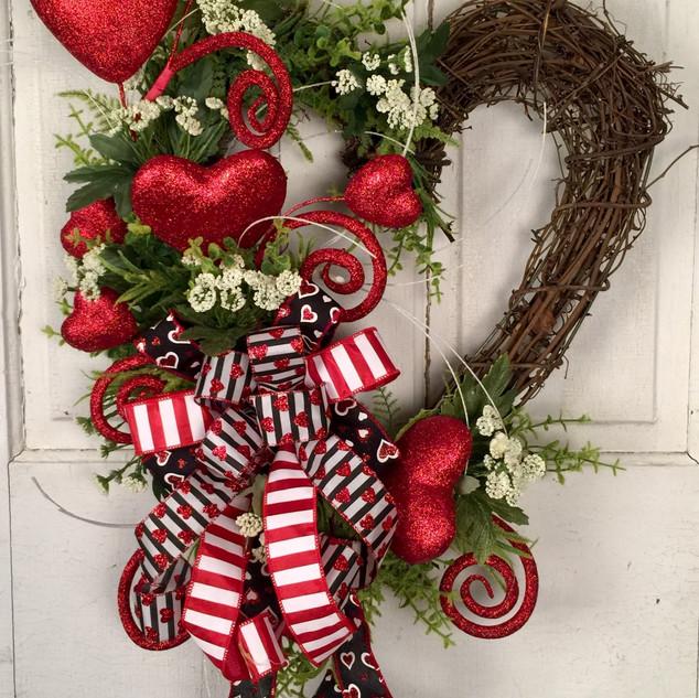 GV24 Grapevine Valentine Heart.jpg