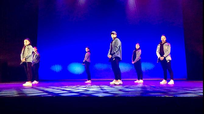 professeur hip hop theo munoz ecole de danse step dance's critical mind