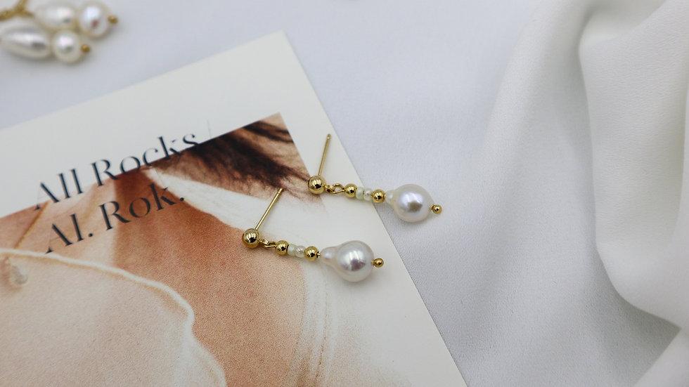 Tear Pearl Stud Earrings