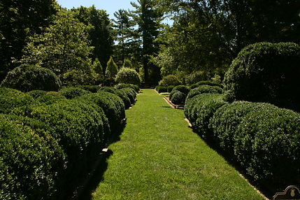 Take a break from shopping & sightseeing in the gardens at Ashland