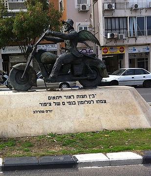 The__Yoel_Moshe_Salomon__statue.jpg
