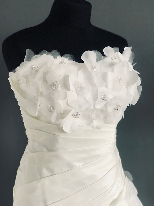 Size 10/12 Ivory Benjamin Roberts Wedding Dress
