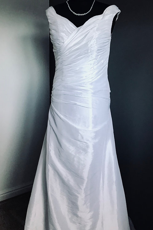 Size 6/8 Ivory Wedding Dress