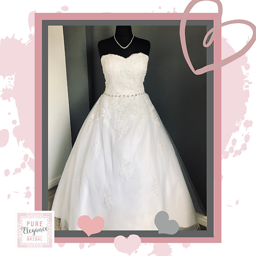 Size 18/20 White Dress with belt