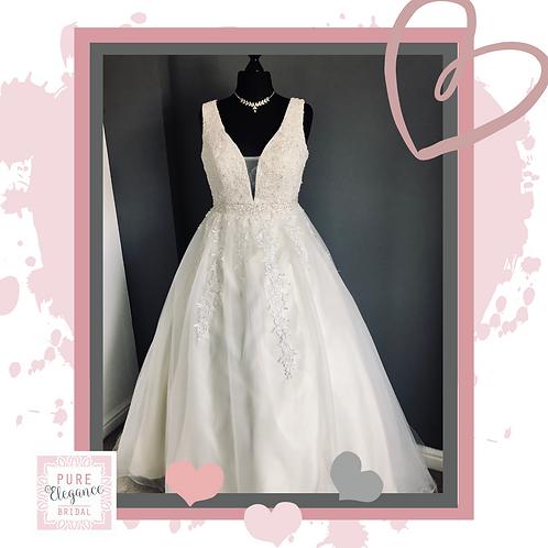 Size 16 Cream & Ivory Ballgown Wedding Dress