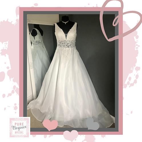 Size 18/20 Ivory Wedding Dress