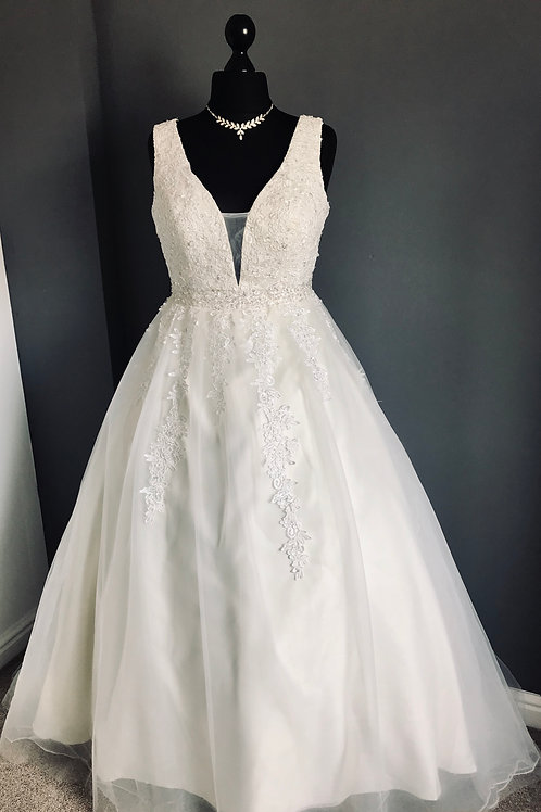 Size 16 Cream & Ivory Ballgown Wedding Dress