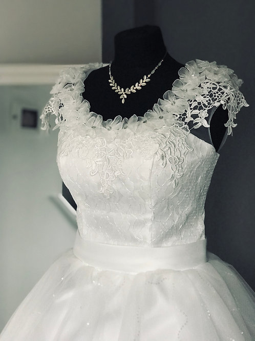 Size 14/16 Lace Cap Sleeve Wedding Dress
