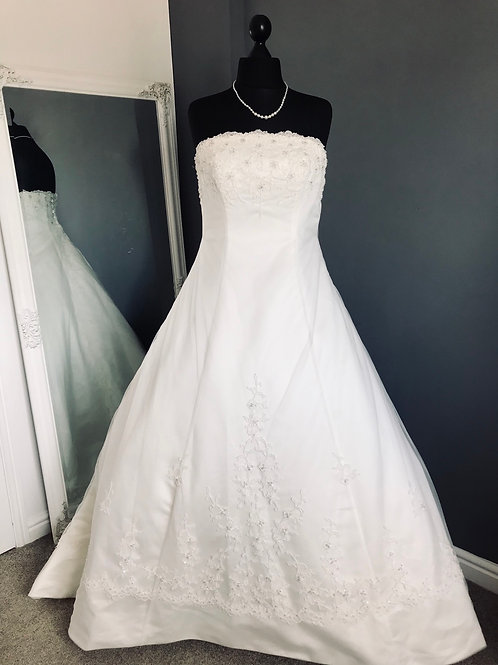 Size 16 Ivory Wedding Dress with Beaded Train