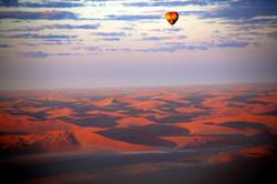 baloon ride over desert