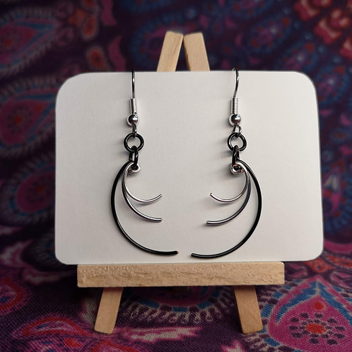 Monotone Curves Earrings
