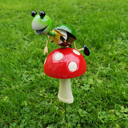 Boggle the Bug and his Toadstool