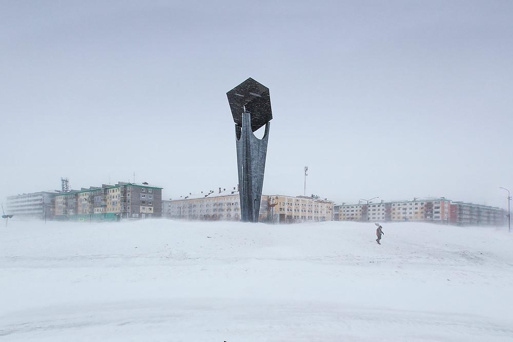 La periferia innevata della città sovietica Vorkuta