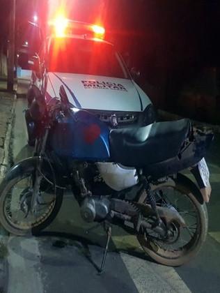 Motocicleta com placa falsa e chassi raspado é apreendida em Guarda-Mor