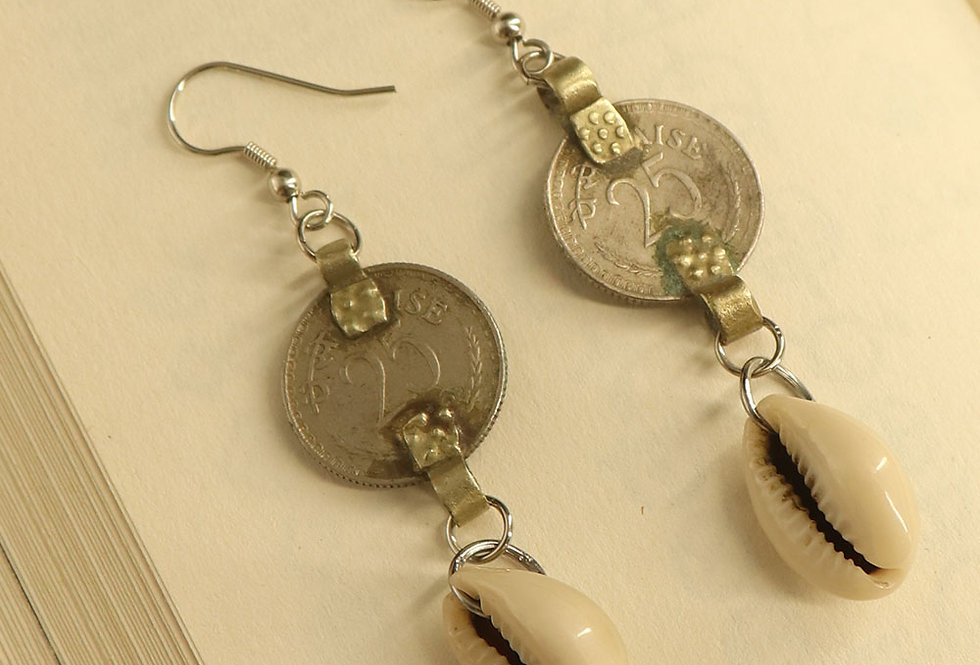 Coin and cowrie shell dangaler